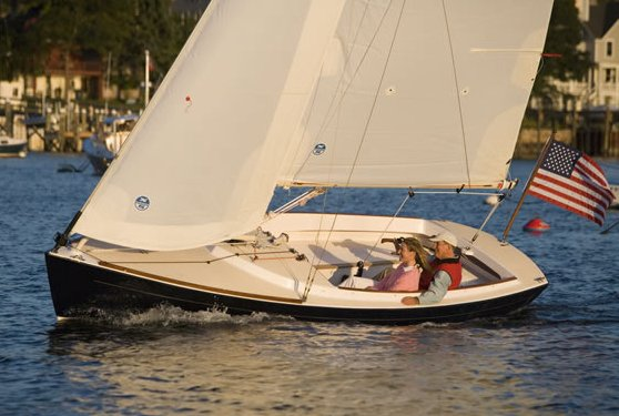 Alerion Express 20 photo on sailboatdata.com