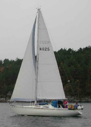 Alo 33 photo on sailboatdata.com