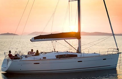 Beneteau 43 photo on sailboatdata.com