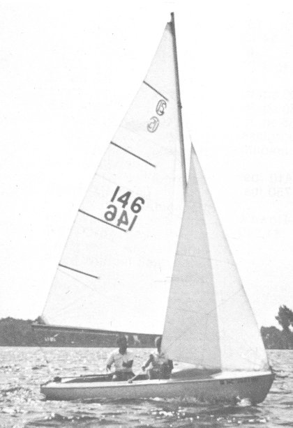 Challenger 15 photo on sailboatdata.com