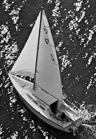 Columbia T-26 photo on sailboatdata.com
