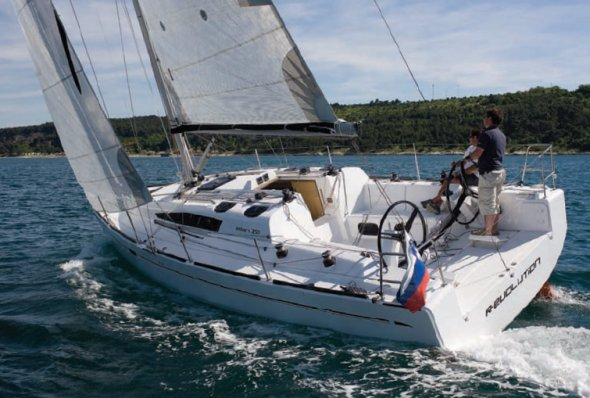 Elan 350 photo on sailboatdata.com