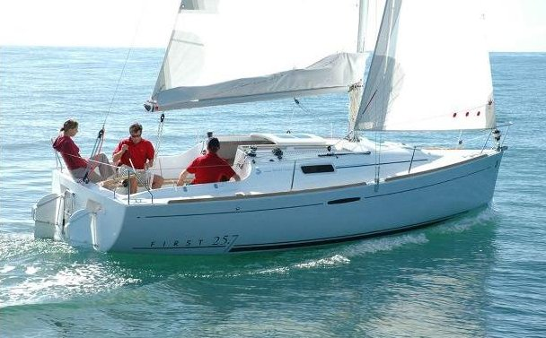 First 25.7 (Beneteau) photo on sailboatdata.com
