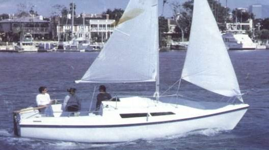 Macgregor 26D photo on sailboatdata.com