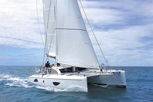 OUTREMER 49 photo